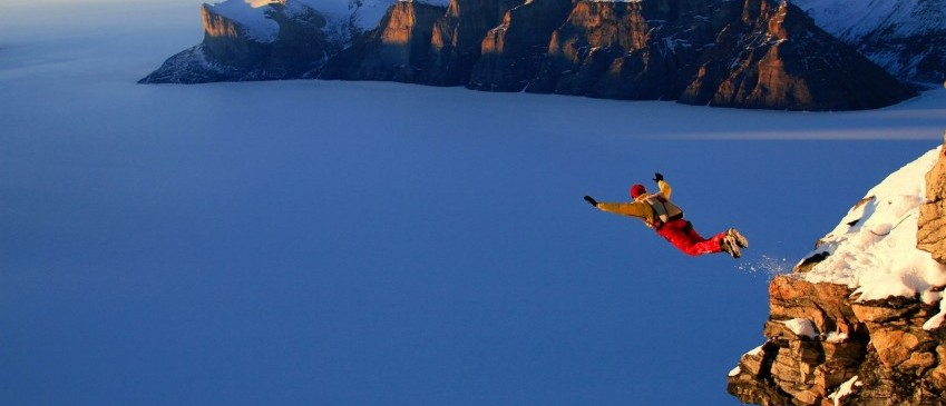 base-jumping-over-the-snowed_1920x1080_793-hd